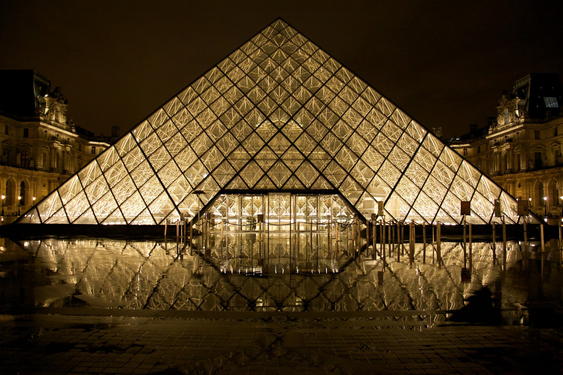 4 – The Louvre Pyramid, Paris